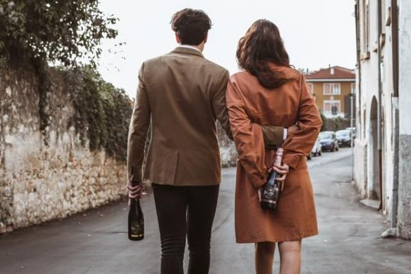 Couple walking with Siresol wine in hands
